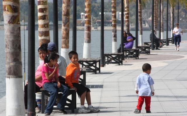 Lakeshore promenade, Ajijic