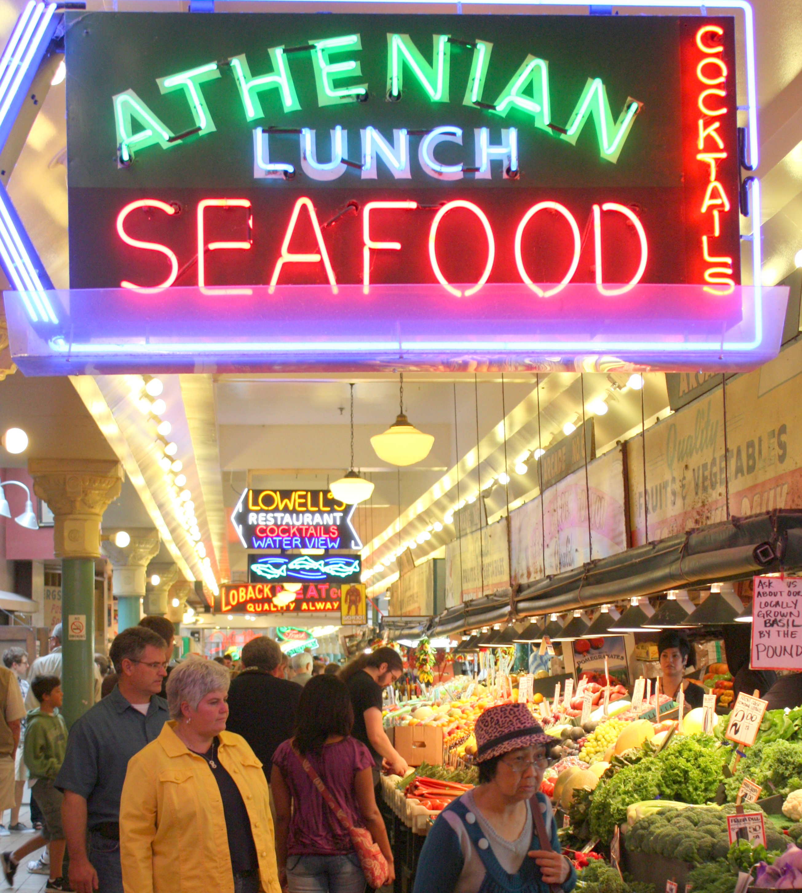 pike place market of seattle Discover the best things to do in seattle, from touring pike place market to having  dessert atop the space needle to exploring pioneer square.