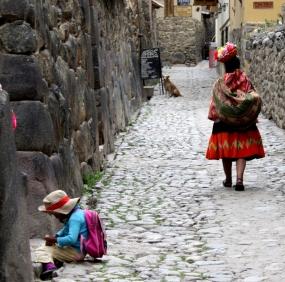 Ollentaytambo street scene