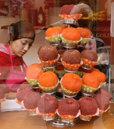 Shop window confections, Centro Historico, San Luis Potosí, México