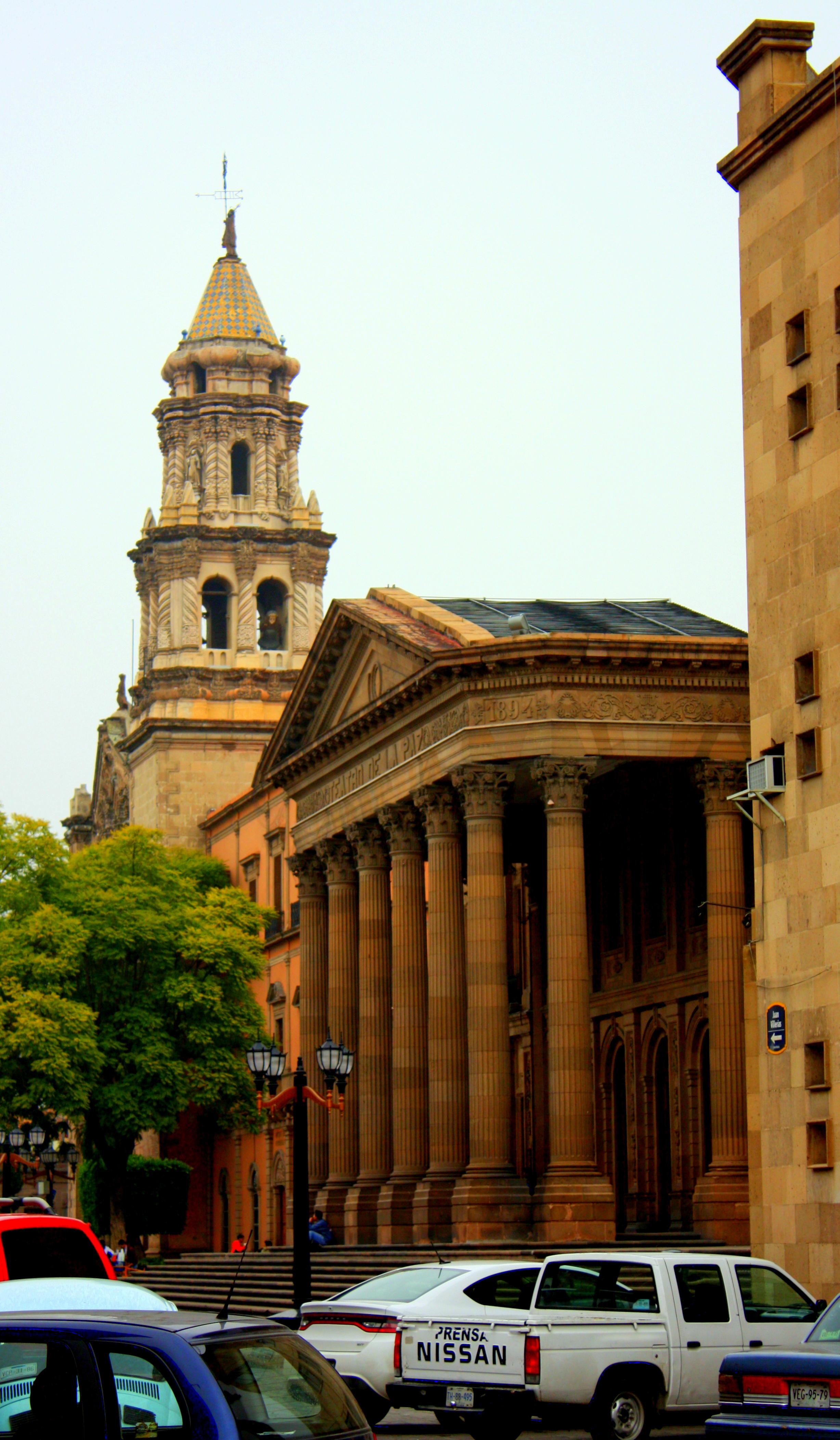 01a40f9b7 Teatro de la Paz and Templo del Carmen, Plaza de las Armas, San Luis