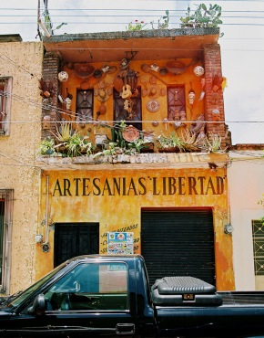 There are countless galleries and artisans' workshops here.