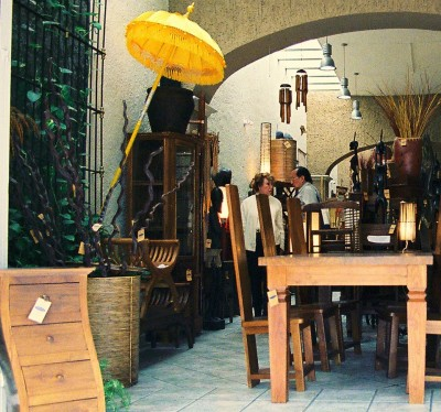 Furniture and decorative items in wood are abundant in Tlaquepaque