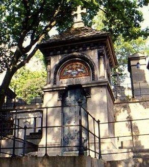 Classic monument, Père Lachaise cemetery