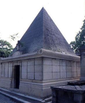 Pyramid vault, Père Lachaise cemetery