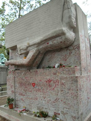 Oscar Wilde's grave, Père Lachaise cemetery
