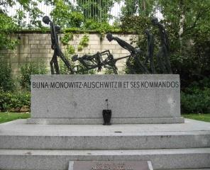 Auschwitz memorial, Père Lachaise cemetery
