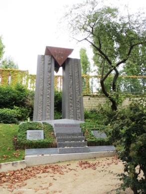 Dachau memorial, Père Lachaise cemetery
