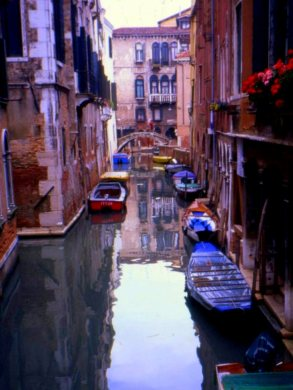 Northern Italy 079 Venice canals gondolas