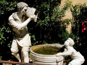 Clear water fountain, Boboli Gardens, FLorence, Italy.