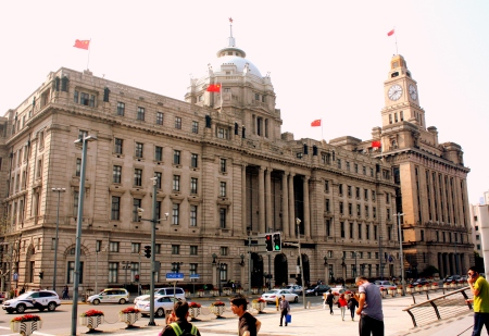 Former 1923 HSBC Bank (left); 1927 Shanghai Customs House (right)