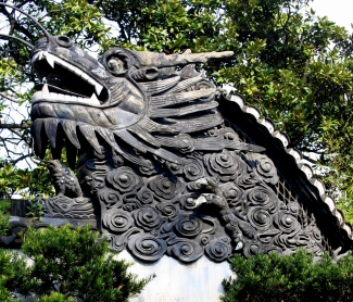 Carved rooftop dragon head, Yu Garden, Shanghai.